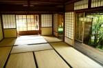 Pièce traditionnelle japonaise avec tatamis au sol