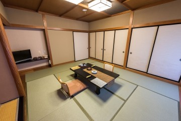 Pièce japonaise traditionnelle avec tatamis